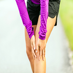 Runner suffering with knee pain