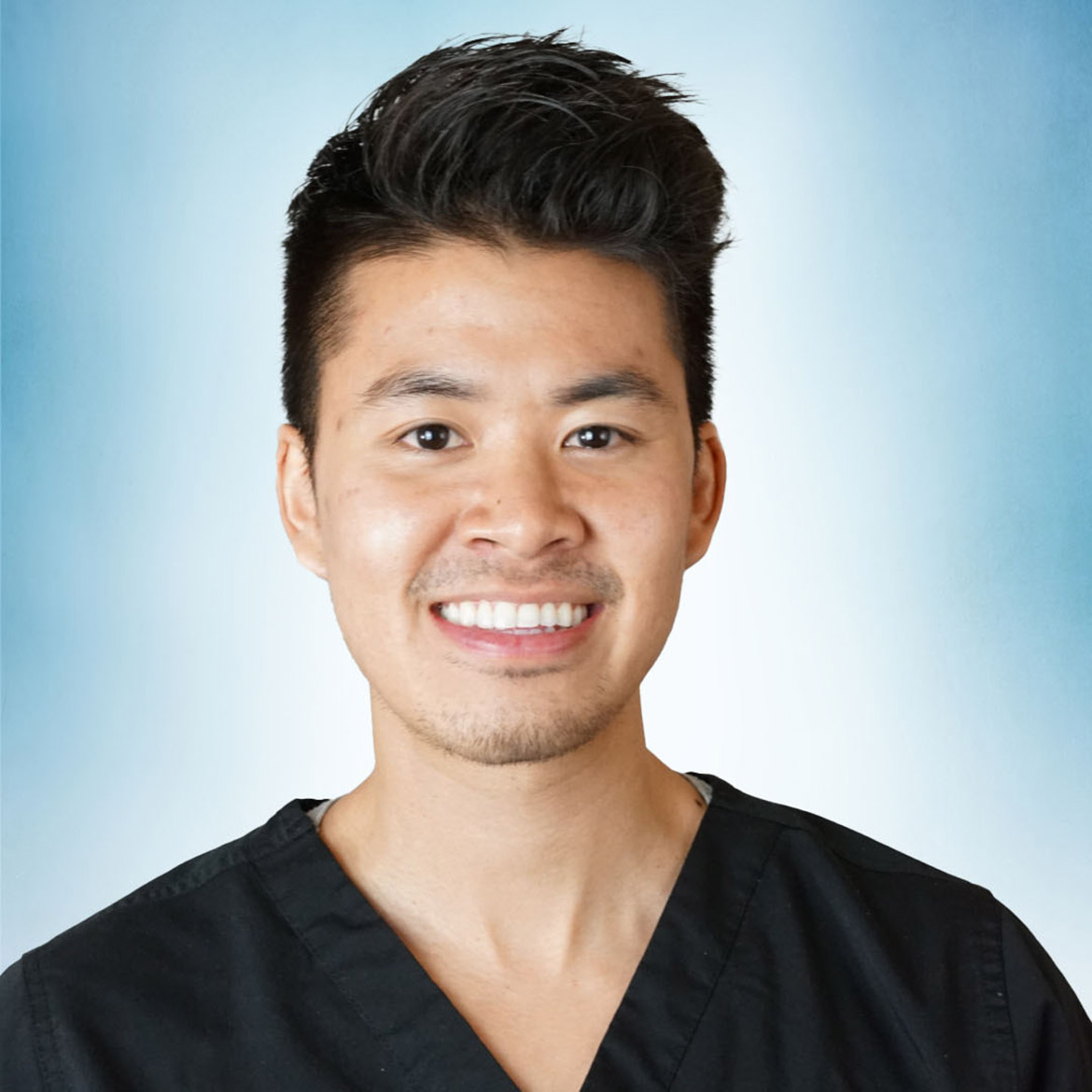 Headshot of Brandon Tran, DPT.